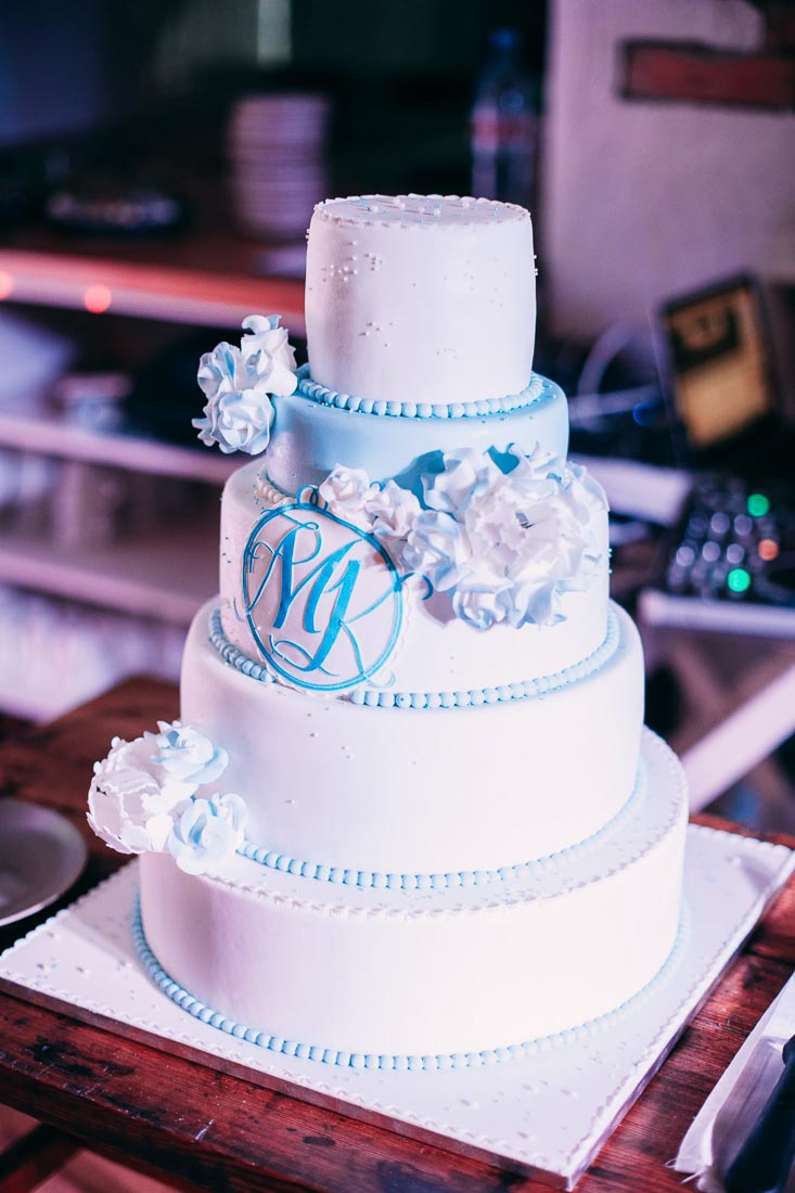 Blue-white-rustic-wedding-10