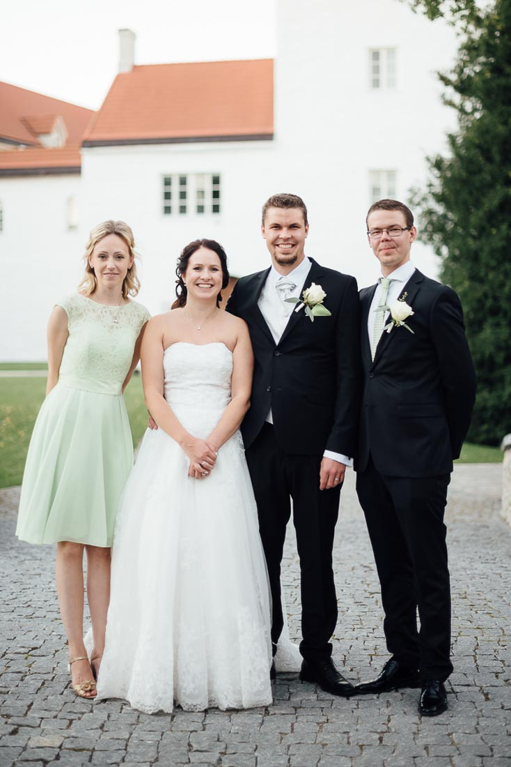 happy-green-wedding-in-castle-17