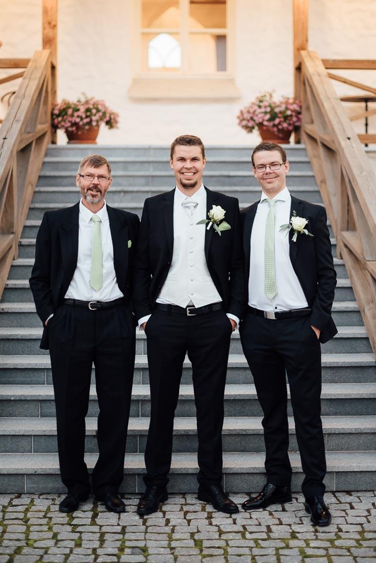 happy-green-wedding-in-castle-18